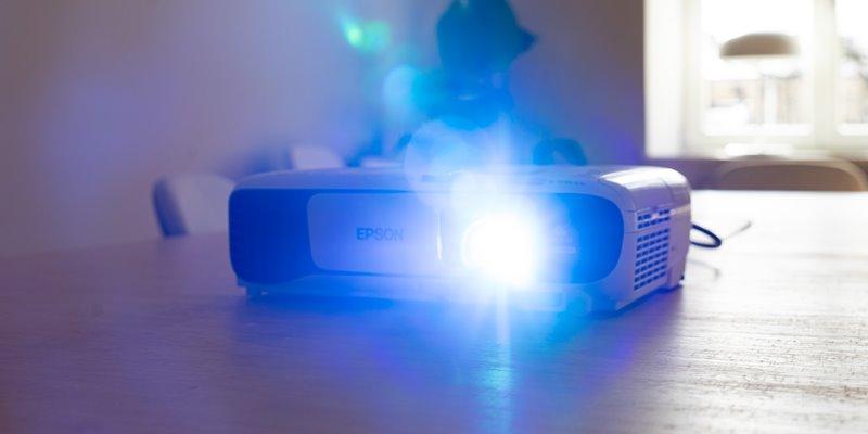 Epson 2100 vs 2150 Home Cinema Projectors - Featured Image