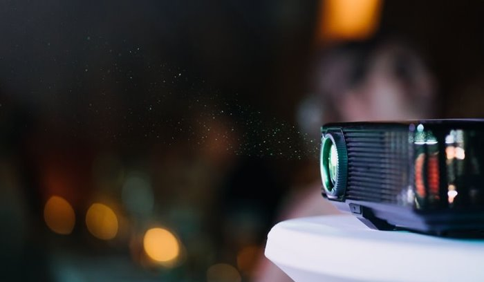 Which projector to use to project in daylight