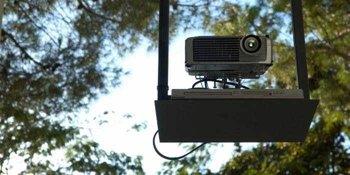 how many lumens for projector in daylight